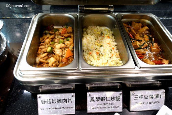 高雄空港のエバー航空の食事写真