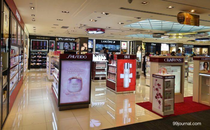 台湾の桃園空港第2ターミナルの化粧品コスメブランド免税の画像