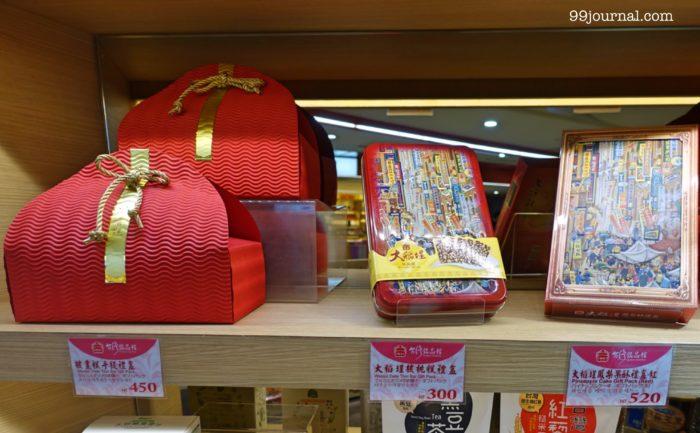 台湾の桃園空港で買えるパイナップルケーキのお土産の画像