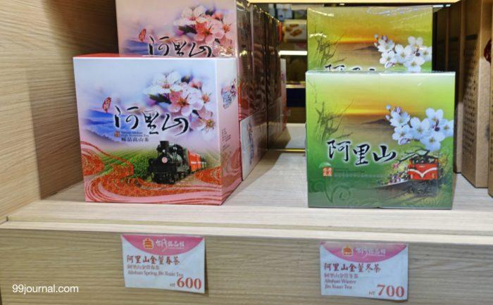 台湾の桃園空港で買える台湾茶の土産の写真